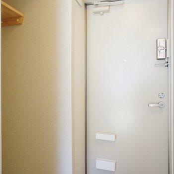 玄関横に洗濯機置き場!※写真は前回募集時のものです