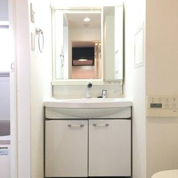 洗面台も結構大きくて使いやすそう〜!※写真は6階の反転間取り別部屋のものです