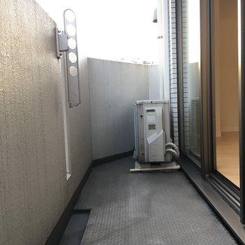 バルコニーはこのくらいでオッケー!※写真は6階の反転間取り別部屋のものです