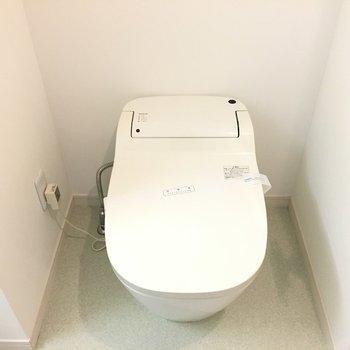 トイレが新しくて嬉しい※写真は6階の反転間取り別部屋のものです