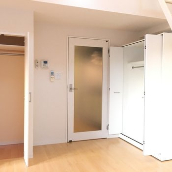 収納はこの二箇所※写真は6階の反転間取り別部屋のものです