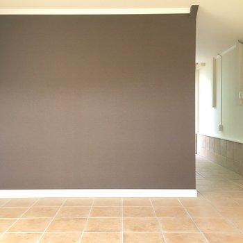 こちらにはアクセントクロスで空間にメリハリを※写真は1階の同間取り別部屋のものです