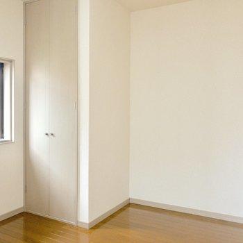 【洋室】クローゼットの横にはベッドを置こうかな