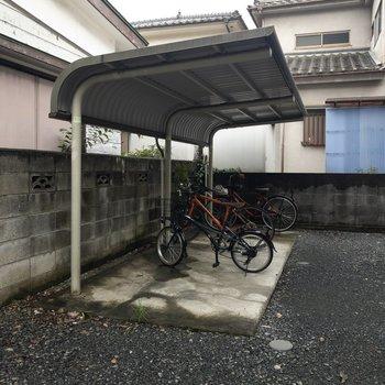 駐輪スペースには屋根が付いています