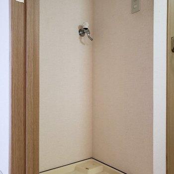 上に収納を取り付けると便利※写真は2階の反転間取り別部屋のものです