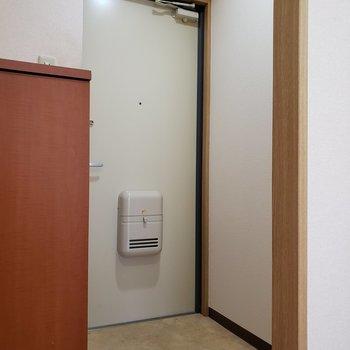 玄関ゆったり※写真は2階の反転間取り別部屋のものです