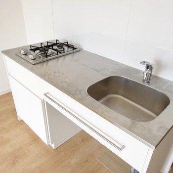 キッチンはお料理スペースもしっかり確保◯(※写真は11階の別間取り別部屋のものです)