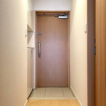 玄関扉には2つ鍵が付いてます!※写真は11階の同間取り別部屋のものです