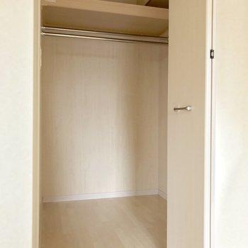 洋室奥の扉はウォークインクローゼット!※写真は3階の同間取り別部屋のものです