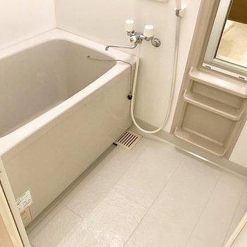 シンプルなバスルーム。浴槽ゆったり♬※写真は3階の同間取り別部屋のものです