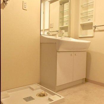 脱衣所に洗濯機を置けます。※写真は3階の同間取り別部屋のものです