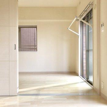 角部屋だから側面にも窓があります。※写真は3階の同間取り別部屋のものです