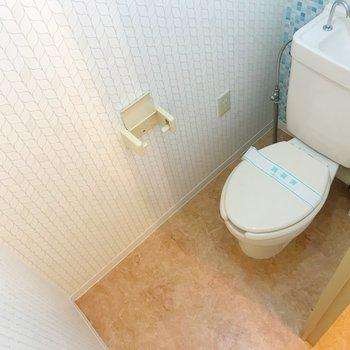 トイレの色合い、素敵だな…