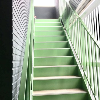 共用部】階段はちょっと急です、、