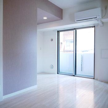 この角度からだとキッチンが見えません!※反転間取り別部屋の写真です。