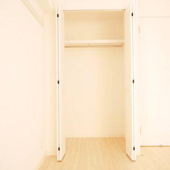 収納は一か所。お荷物の多い方は要注意。※反転間取り別部屋の写真です。