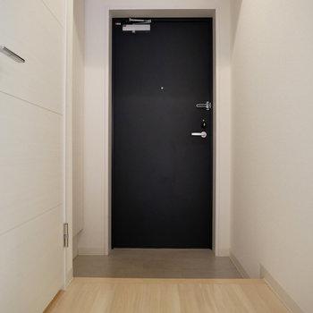 玄関。左にはSCLもあります!※反転間取り別部屋の写真です。