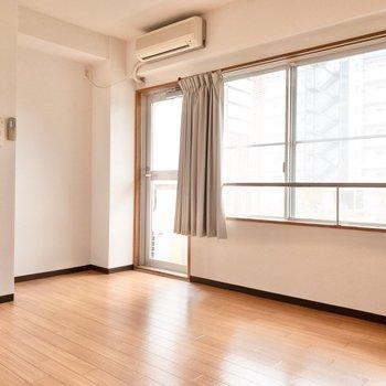 洋室1】このお部屋にのみエアコンがついています。