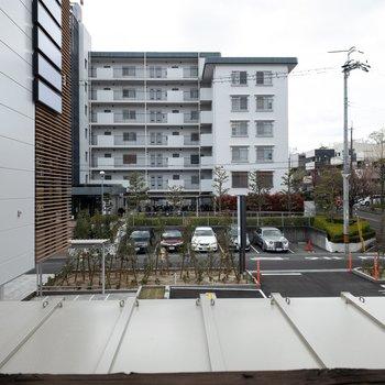 1階】眺望は駐車場。
