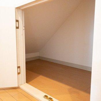 階段下のスペースも有効活用◎