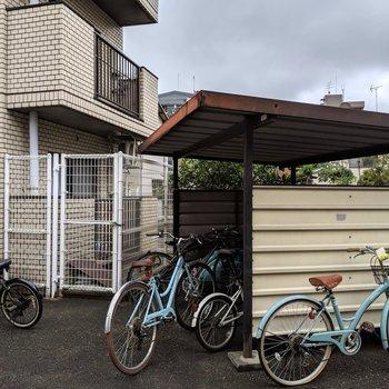 駐輪スペースも屋根付きです♪