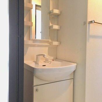 洗面台がシングルレバーでつかいやすい◎(※写真は清掃前のものです)