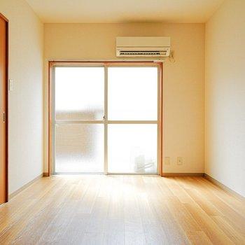 おー綺麗!どんな家具にも合いそうな床だ…