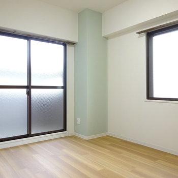 北側の洋室にもアクセントクロス。(※写真は別部屋、前回募集時のものです。)