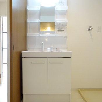 洗面台は新品です!(※写真は別部屋、前回募集時のものです。)