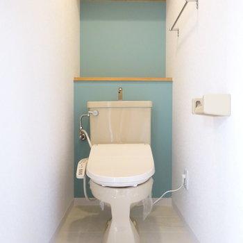 トイレもアクセントクロスがかわいい!(※写真は別部屋、前回募集時のものです。)