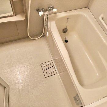 湯船も広めでついつい長風呂しちゃいそう。