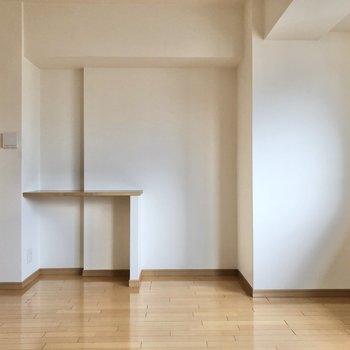 【LDK】ドア横のテーブル、気になります……。