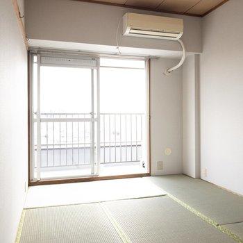6帖の和室。ここで寝っ転がりたい〜