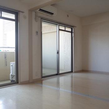 どんなデザインのカーテンをつけようかな※写真は7階の同間取り別部屋のものです