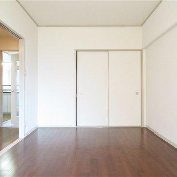 玄関入ってすぐのお部屋はぜひ寝室に