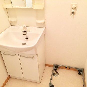 可動式の洗濯パン、ホコリが溜まりがちなスペースもこまめにお掃除できます。