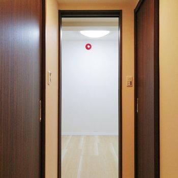 【地下】居室はどうかな。※写真は1階の反転間取り別部屋のものです