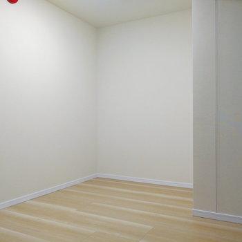 【地下】横長タイプだ!※写真は1階の反転間取り別部屋のものです
