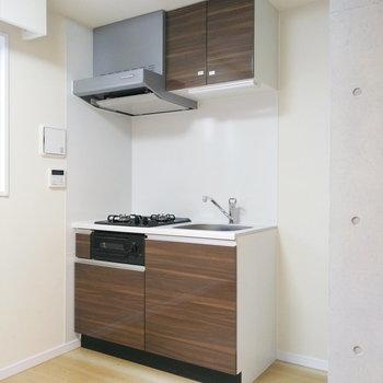 キッチンもぴかぴかだ。※写真は1階の反転間取り別部屋のものです