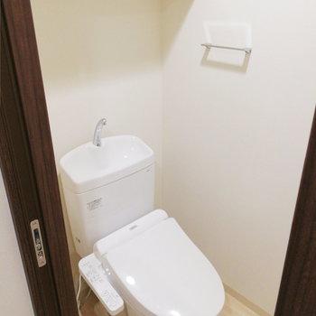 【地下】トイレも独立ですよ※写真は1階の反転間取り別部屋のものです