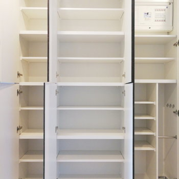 靴以外のものも収納できますね。※写真は1階の反転間取り別部屋のものです