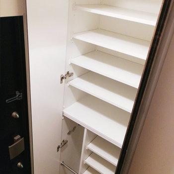 収納は背が高く、なかなかの収容量。※写真は2階の反転間取り別部屋のものです