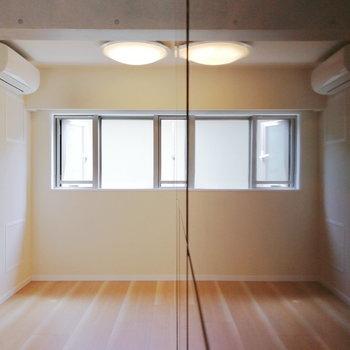 【おまけ】新築なので、反射するほどピカピカなのです!※写真は2階の反転間取り別部屋のものです