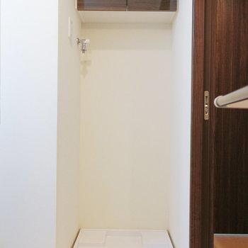 【地下】脱衣所には洗面台と洗濯機を配置できますよ。
