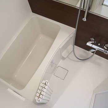 【3F】浴槽広めのバスルーム。
