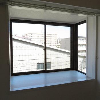 出窓があるのが角部屋っぽい