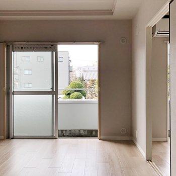 左のお部屋ー※写真は3階の同間取り別部屋のものです