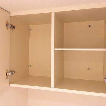 上部に収納もついてますよ。備品はこちらへ。