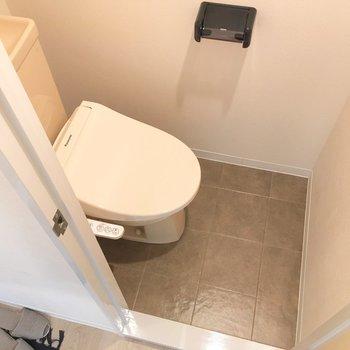トイレはコンパクトな個室。