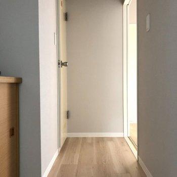 玄関廊下はこちら※写真は3階の同間取り別部屋のものです